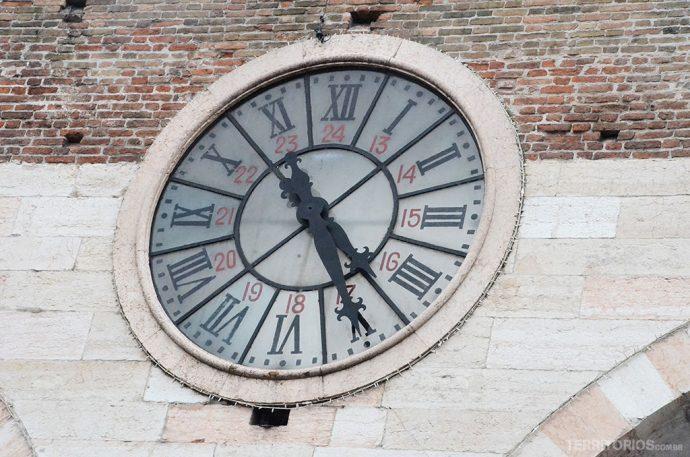 Relógio no Portoni della Bra
