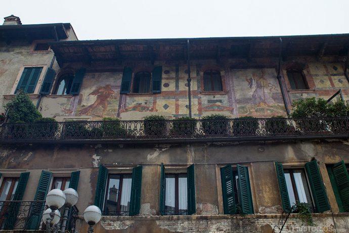 Fachada com afresco em Verona