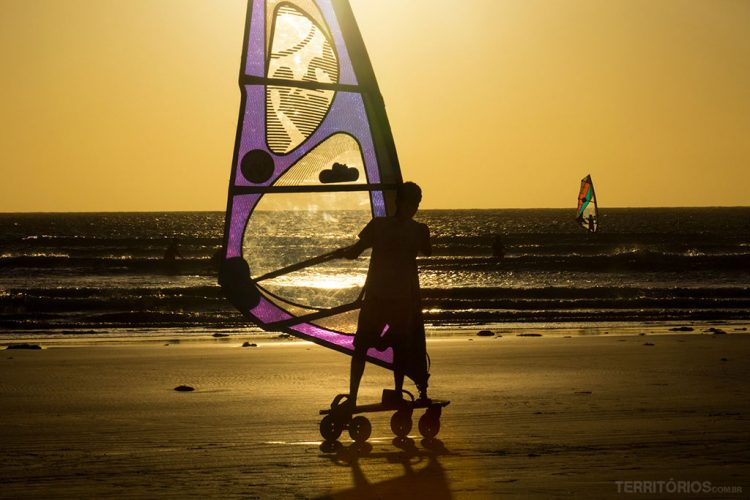 Carveboard Windsurfing na Praia Principal em Jericoacoara, Ceará - Brasil