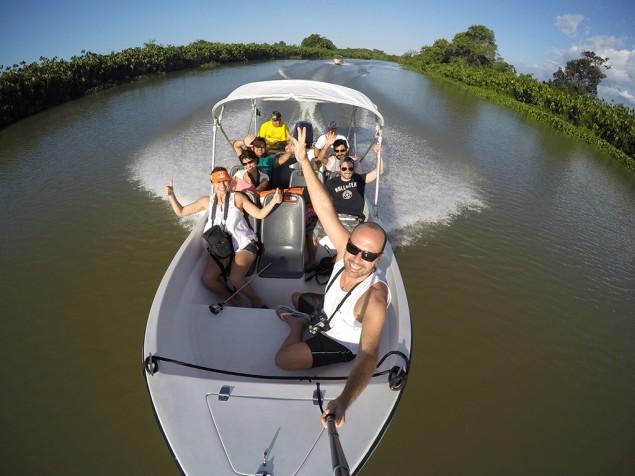 Selfie de Maurício Oliveira do grupo percorrendo o Delta do Parnaíba, uma das paradas da Rota das Emoções