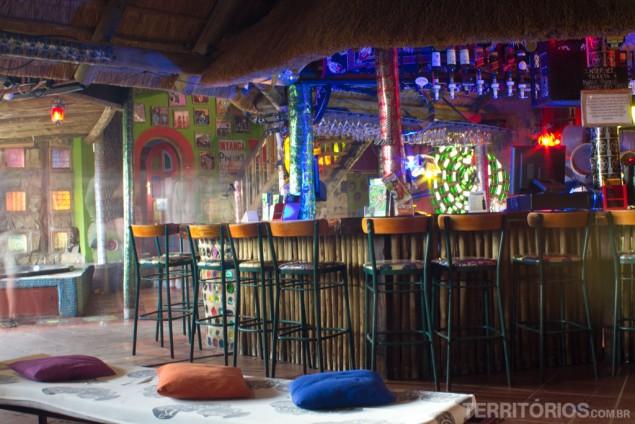 O bar e a jacuzzi ao fundo no Amphitheater