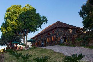 Casa de Pedra centenária é o Casa Ângelo Restaurante