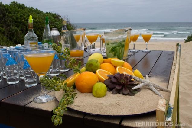Coquetel do Afrovibe na beira da praia