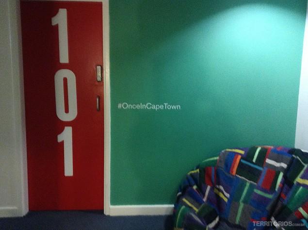 Entrada dos quartosno Once in Cape Town