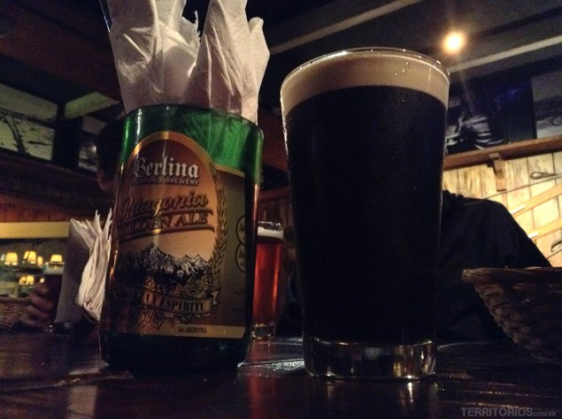 Cerveja escura na Berlina Pueblo