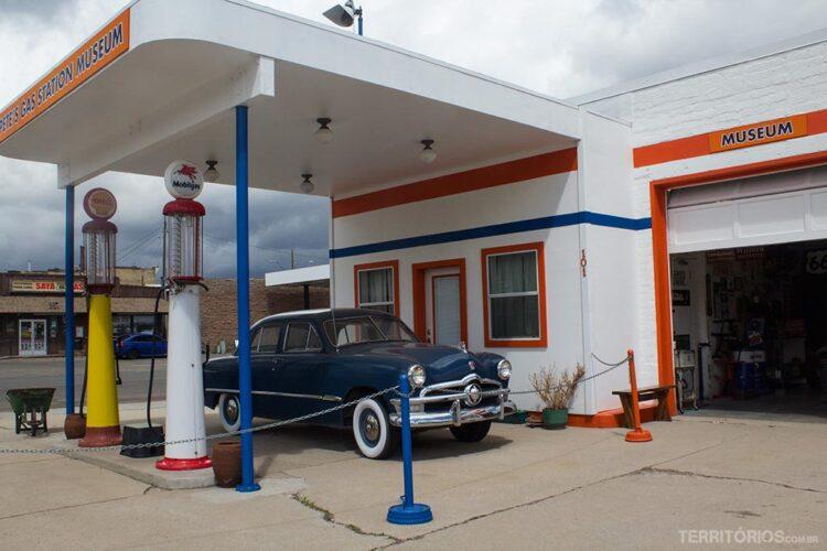O museu é um posto de gasolina dos anos 50