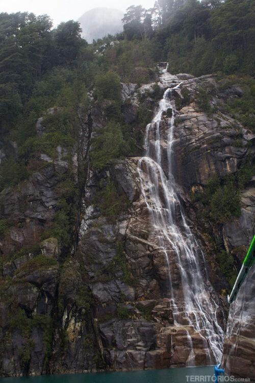 Cachoeira no Lago de Todos os Santos