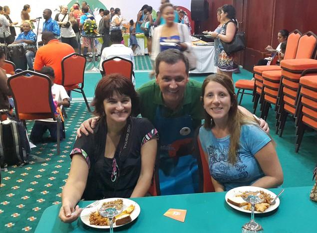 Eu, Gardenia e o vice-ministro do turismo da Colômbia Carlos Vives em jantar típico