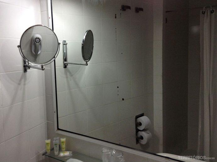 Banheiro clean e amplo