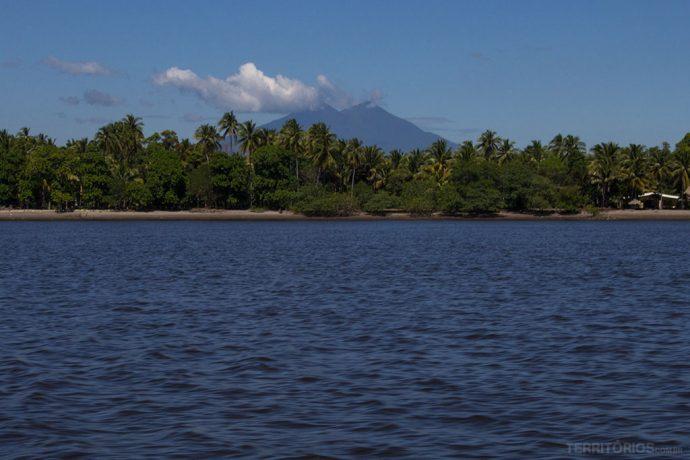 Vulcão Chichontepec visto do Estero Jaltequepe