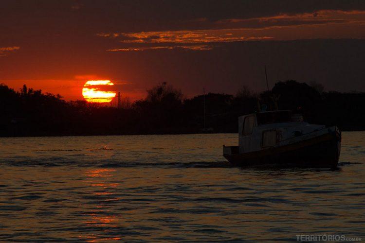 Pôr do sol no Guaíba visto do barc