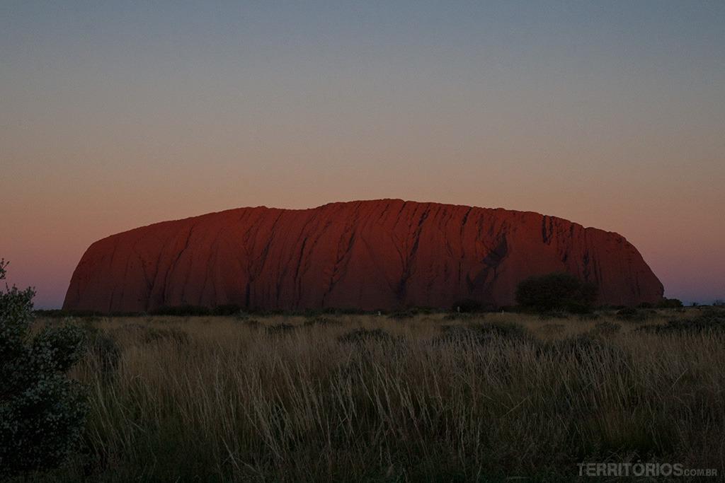 Quando a sombra alcança a pedra vem a cor roxa