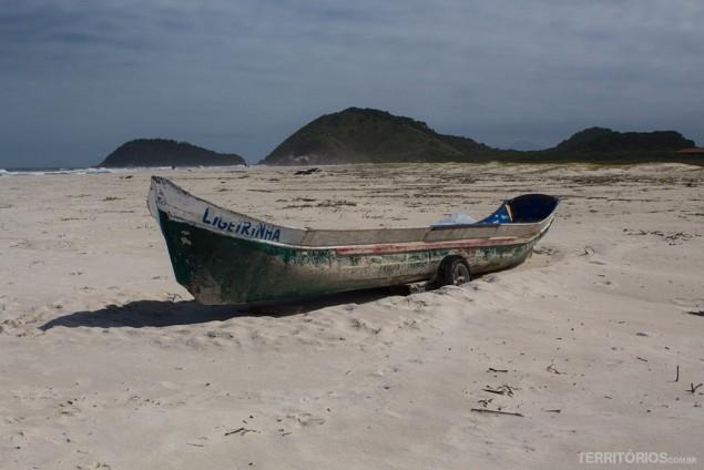 Praia Mar de Fora vazia no meio da semana