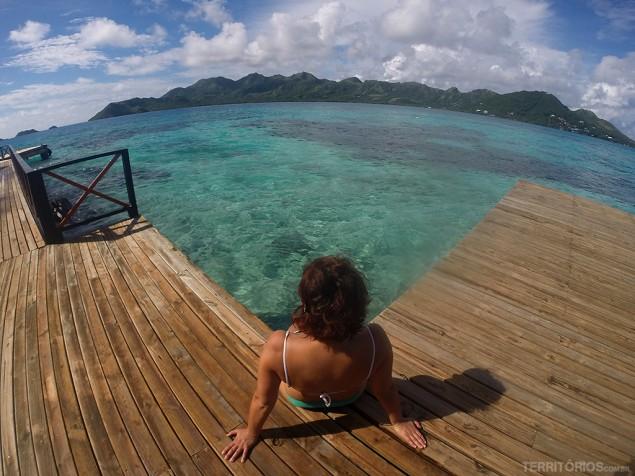 Apreciando a vista para a ilha de Providência