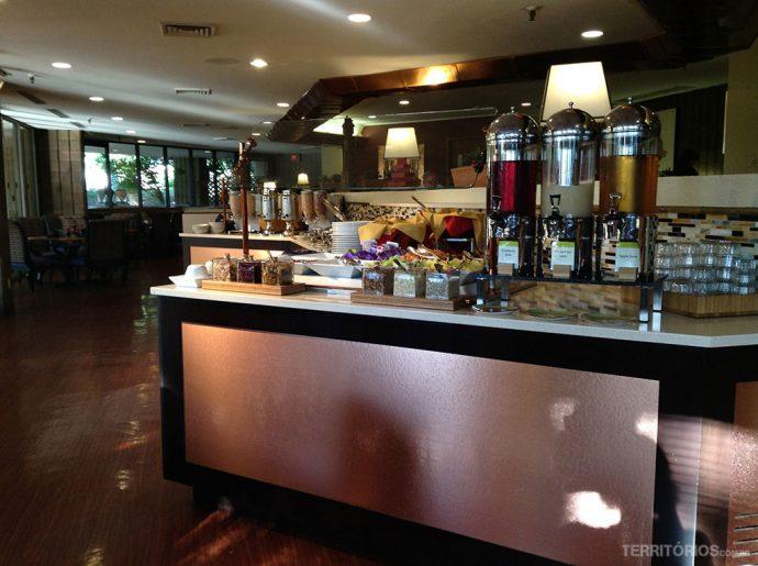 Buffet de café da manhã no Double Tree, um dos hotéis no Arizona