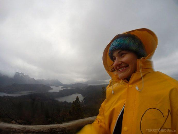 Congelando e sorrindo com a vista do Cerro Campanário, em Bariloche