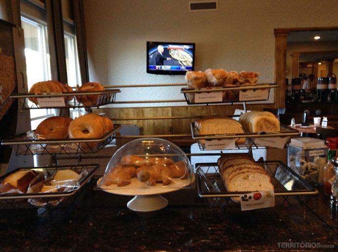 Café da manhã continental servido na recepção