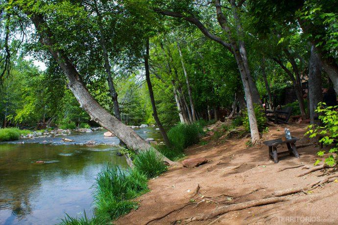 Resort na beira de um rio