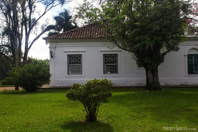 Parte da casa colonial onde ficam os quartos mais interessantes