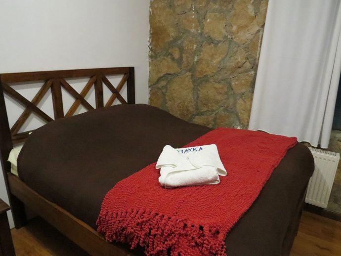 Cama bem quentinha no hotel de pedra com calefação