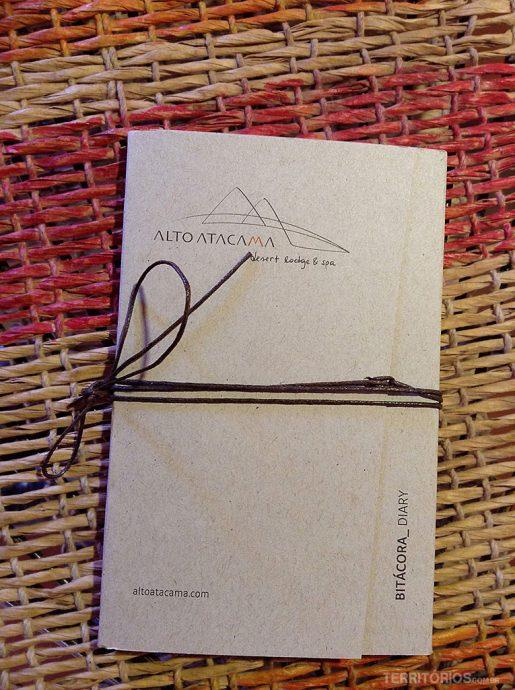 Caderno de anotações ilustrado com dicas, fauna e flora locais