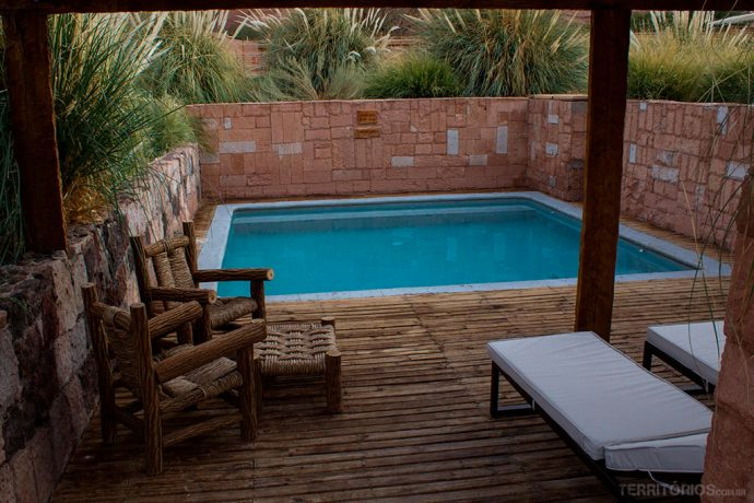 Piscina aquecida ao ar livre no melhor hotel no Atacama