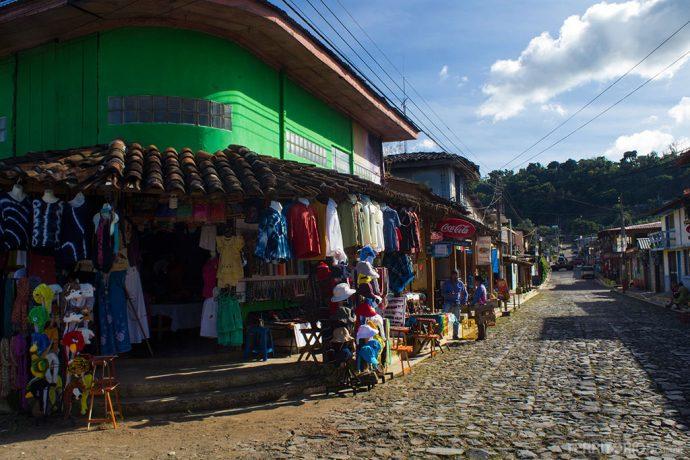 Rua principal de Concepción de Ataco