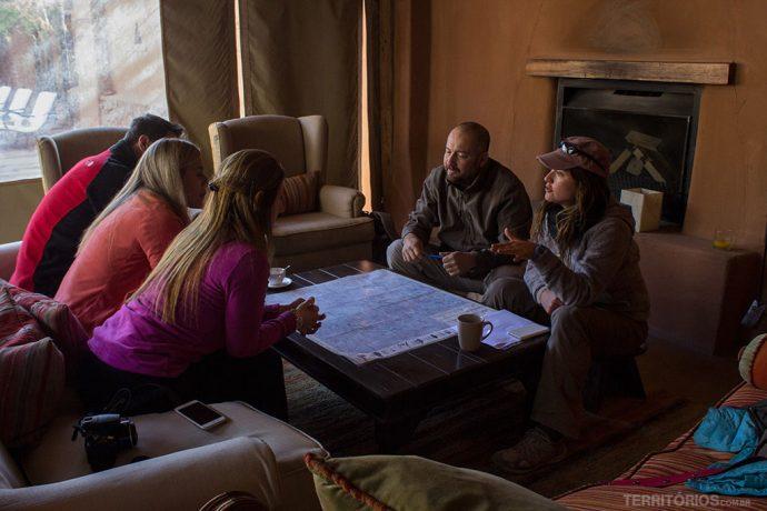 Reunião com hóspedes no Awasi Atacama
