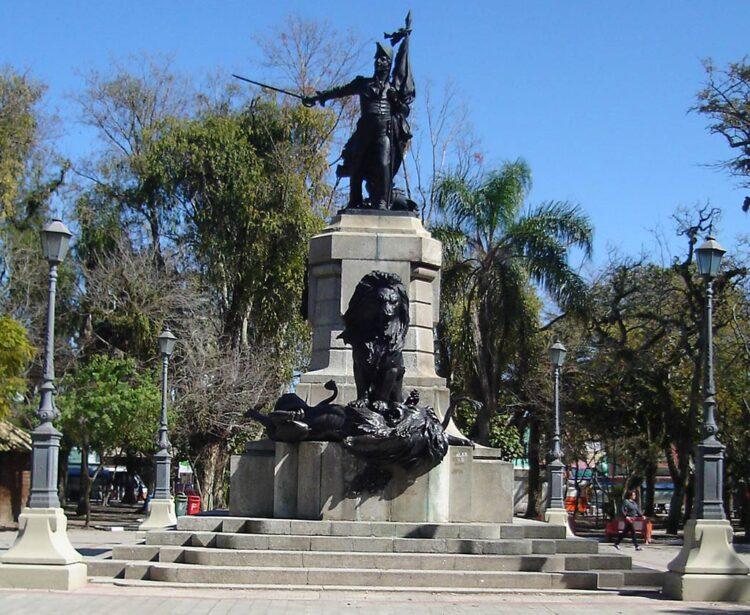 Túmulo do herói Bento Gonçalves em Rio Grande (foto Gládis Pippi)