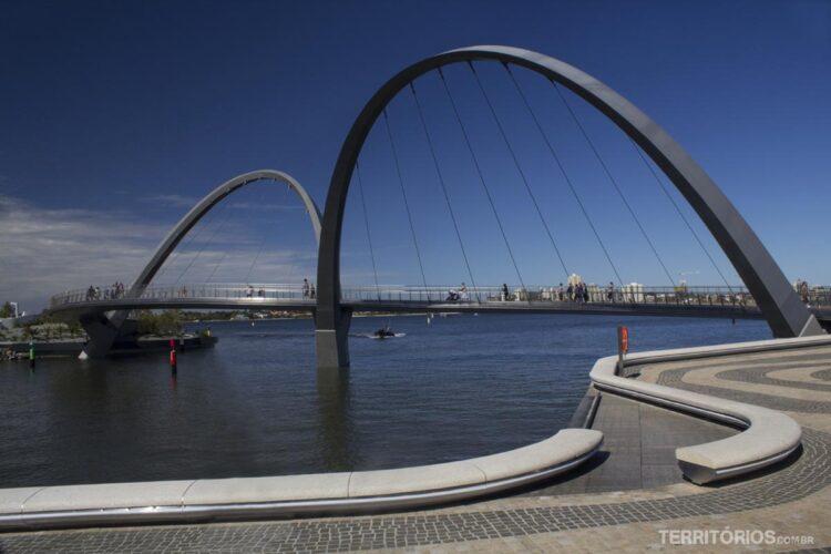 Ponte Elizabeth Quay sobre o rio Swan em Perth, Western Australia - Austrália