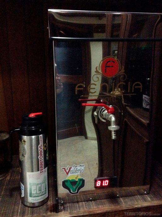 Água quente com a temperatura perfeita para o chimarrão disponível na recepção