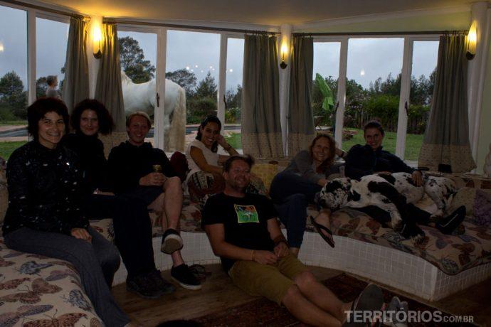 Grupo reunido na casa principal