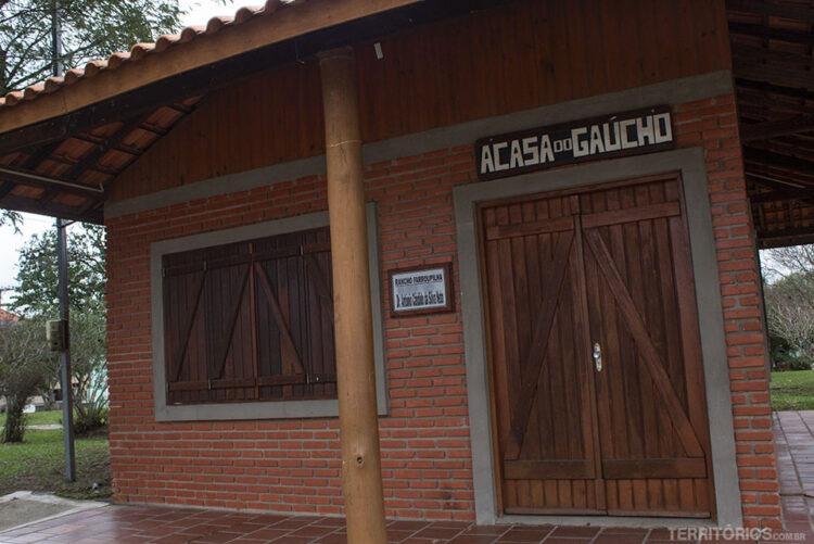 Rancho é ponto de encontro na Praça Principal de Dom Pedrito