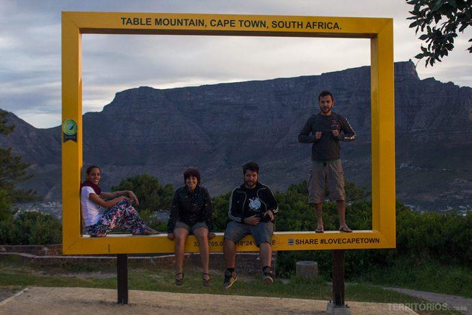Ponto para ver o pôr do sol tem parada estratégica para tirar fotos com a Table Mountain