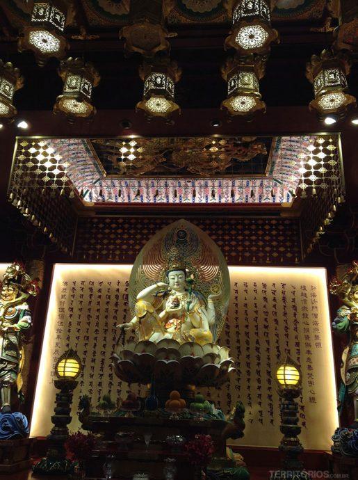 Imagens de Buda no primeiro piso