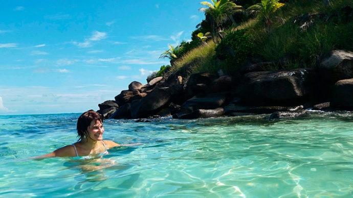 Curtindo muito o banho de mar em Crab Cay