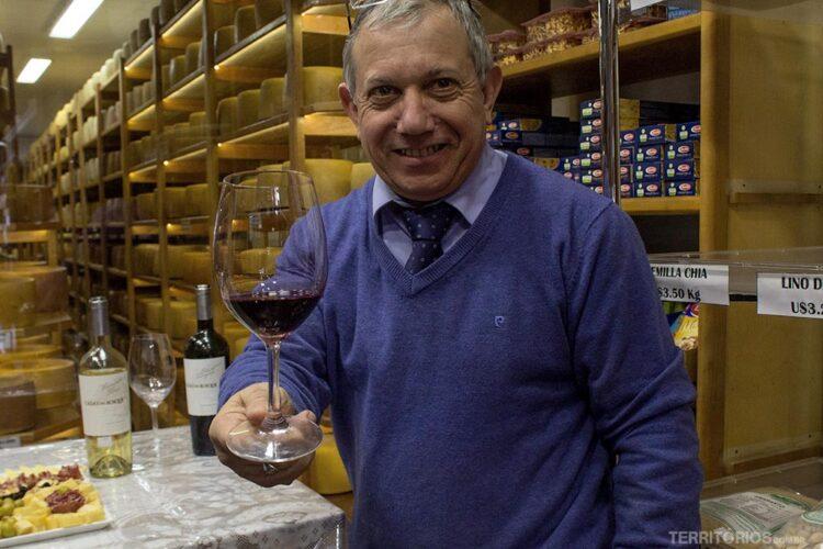 Jesus te ajuda a escolher um bom vinho na Le Carrousel