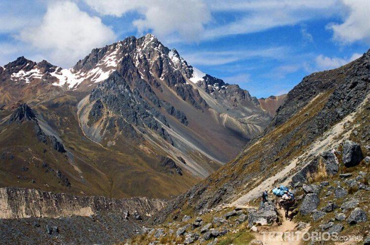 Alcancei 5 mil metros de altura na Trilha Inca Salkantay. Foram 5 dias subindo e descendo montanhas