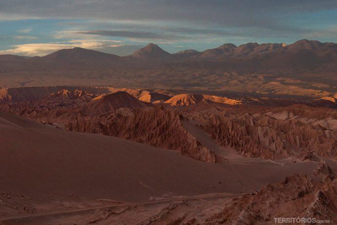 Dunas, vulcões, formações rochosas, penhas e sal