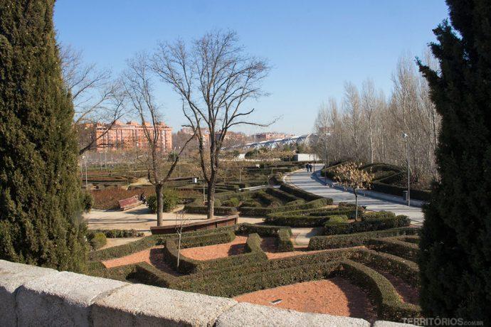 Madri tem várias atrações e áreas públicas que incentivam locais e turistas e aproveitarem a cidade