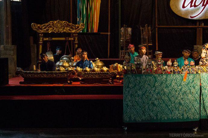 Orquestra Gamelão no teatro de bonecos Wayang Golek