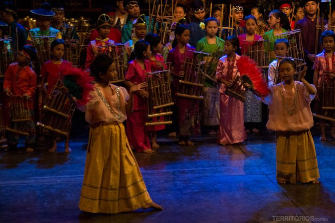 Espetáculo no Saung Mang Udjo em Bandung