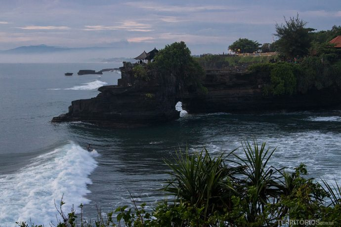 Surf no final de tarde em Tanah Lot