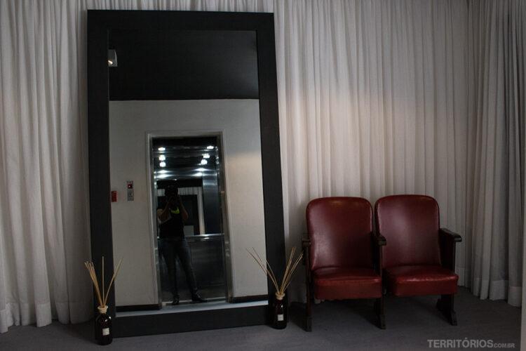 Hall de entrada em cada andar do Curi Hotel