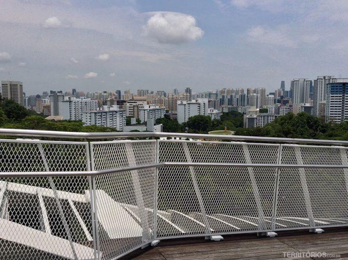 Trilha urbana com vista para Singapura