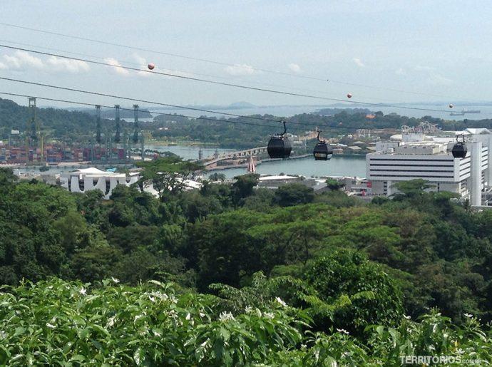 Cable Car conecta Mount Faber com a ilha Sentosa
