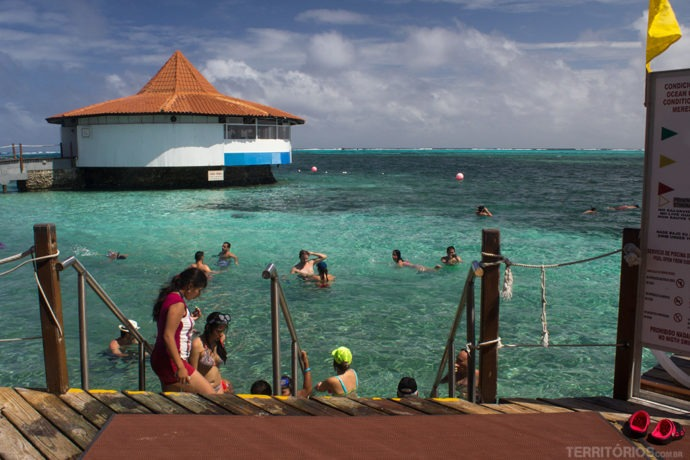 Piscina salgada natural dentro do Resort All Inclusive Decameron Aquarium