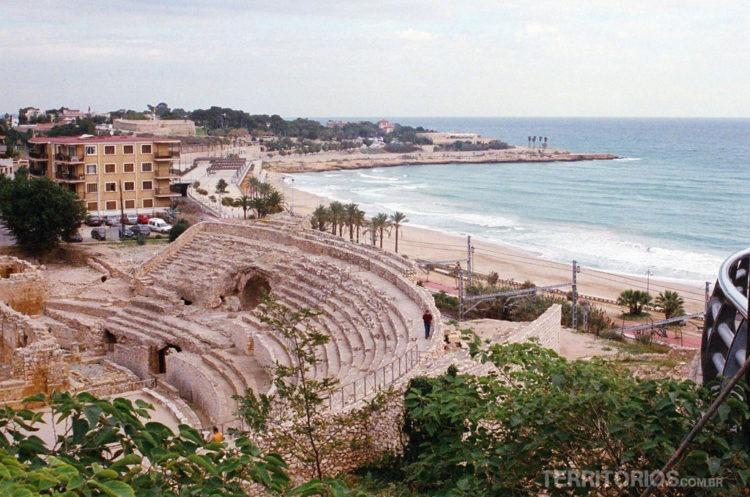 Anfiteatro Romano com vista para o Mediterrâneo