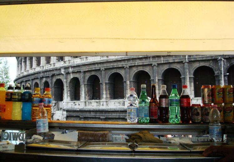 Paisagem diária de um vendedor de lanches, Roma - Italia