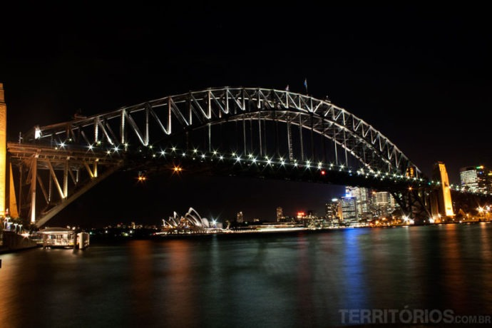 Postais de Sydney à noite: Harbour Bridge e Opera House